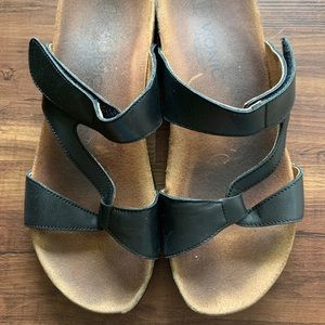 Strappy Vionic Sandals Size 9